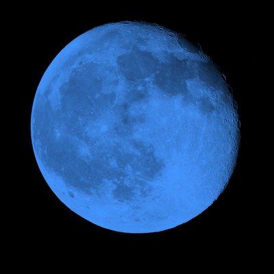 no escuro eu vejo a lua