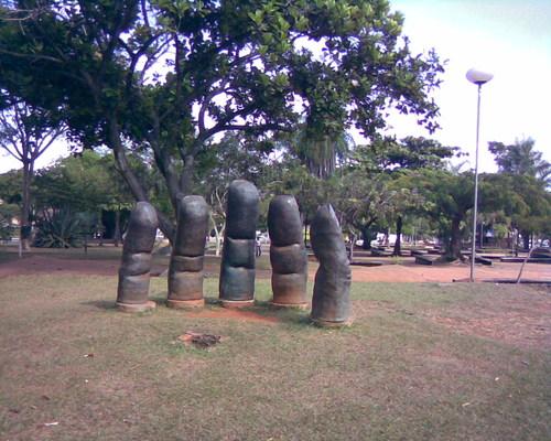 [escultura Praça Universitária]